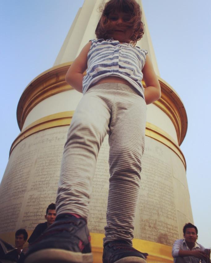 Junto ao Monumento da Independência no Jardim Maha Bandula, Rangum, Birmânia